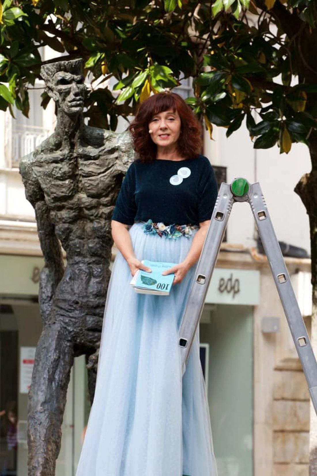 Elisa Rueda, junto al caminante, inaugura Poetas en mayo 2021