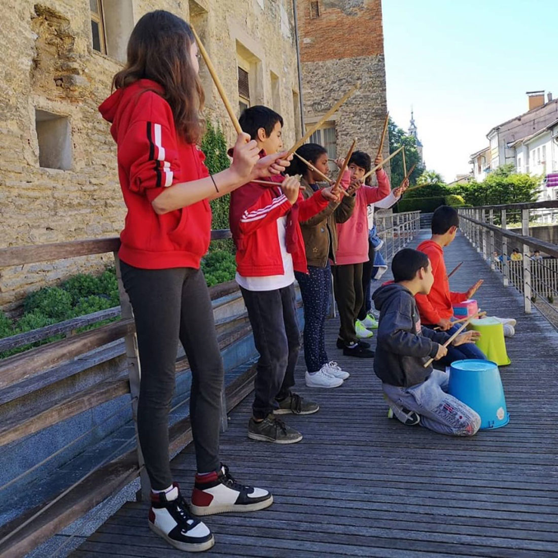 Poetas en mayo - Poesía en la muralla - Harresiak apurtzen