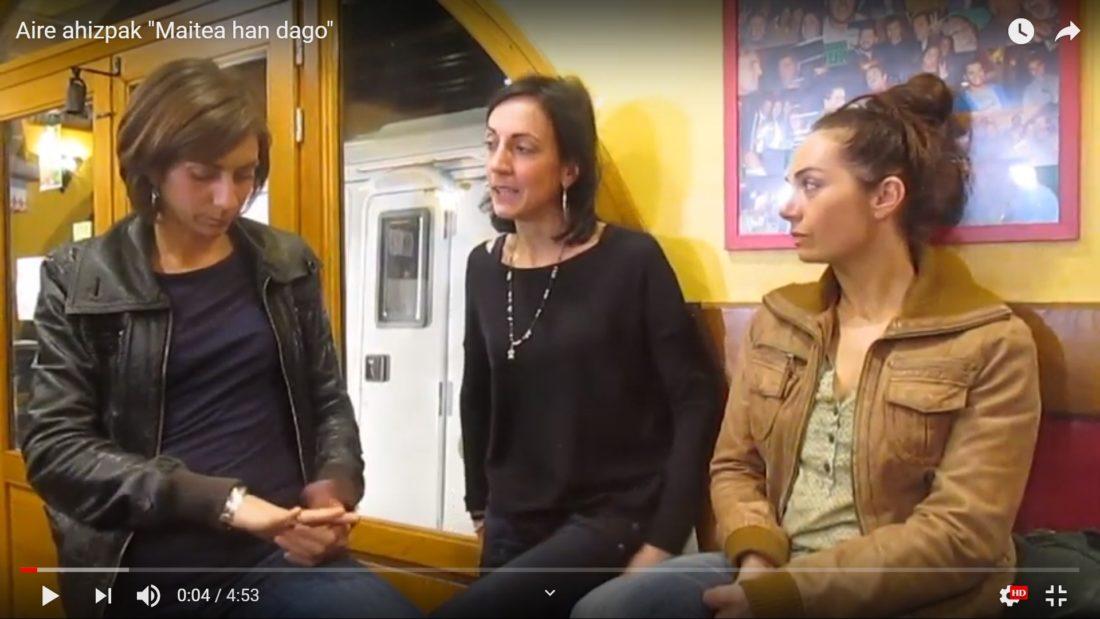 """Aire ahizpak: """"Maitea han dago"""" - """"Gracias a la vida"""" de Violeta Parra"""